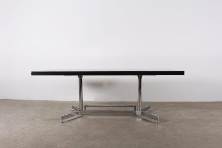 Table de travail / réunion attribuée à AIRBORNE