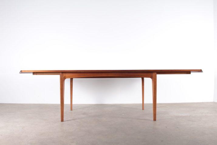Table à allonges MADISON De Coene