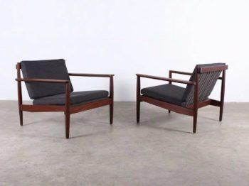 Paire de fauteuils en teck