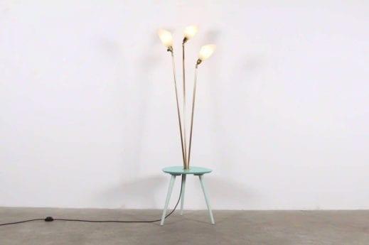 Lampadaire sur table