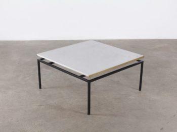 Table basse moderniste en marbre