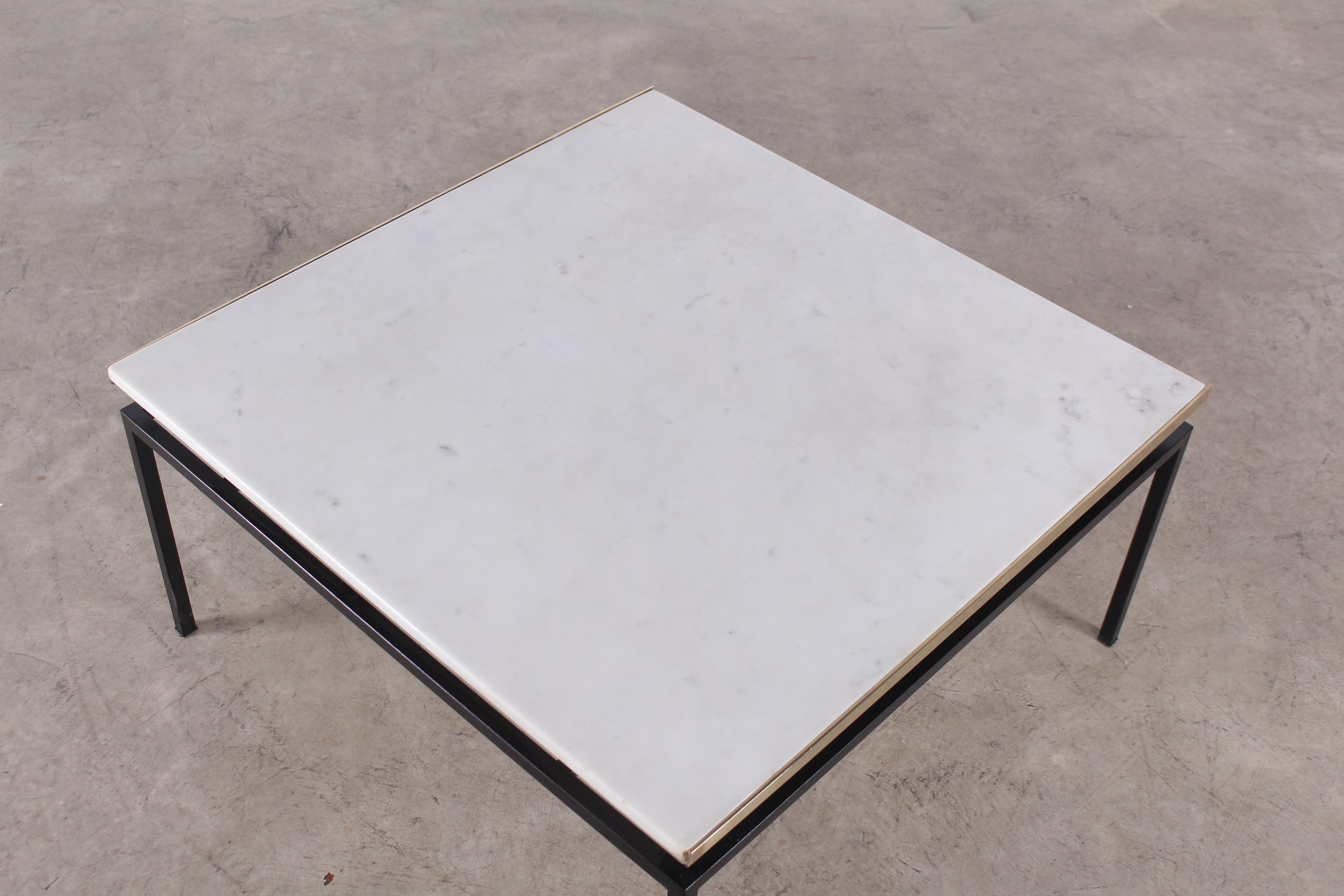 table basse moderniste en marbre vintage addict. Black Bedroom Furniture Sets. Home Design Ideas