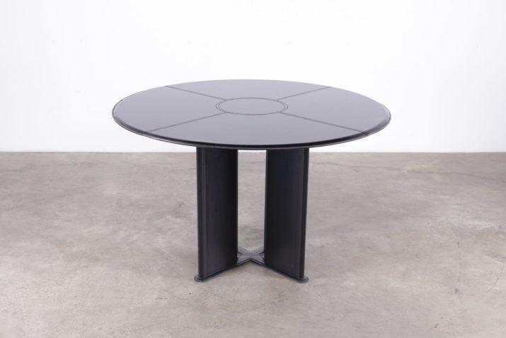 table ronde en cuir noir piqûres de sellier design vintage italien style adnet à liège