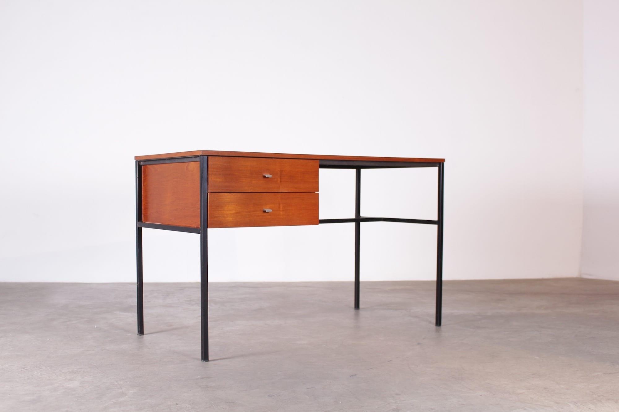 bureau dit tudiant pierre guariche meurop vintage addict. Black Bedroom Furniture Sets. Home Design Ideas