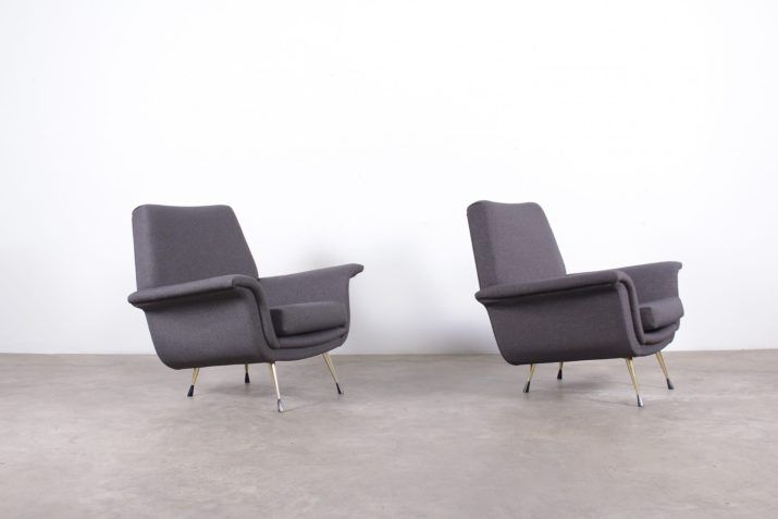 fauteuils clubs design vintage italien tissus gris pieds fuseaux laiton à liège