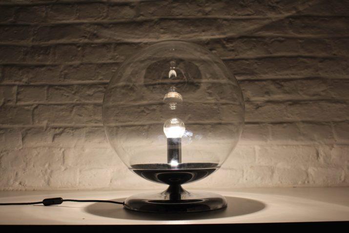 lampe boule de verre et pied chromé années 70 design vintage à Liège addict