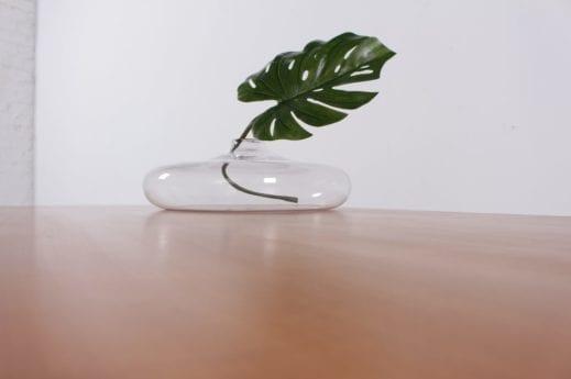 Grand vase plat en verre soufflé