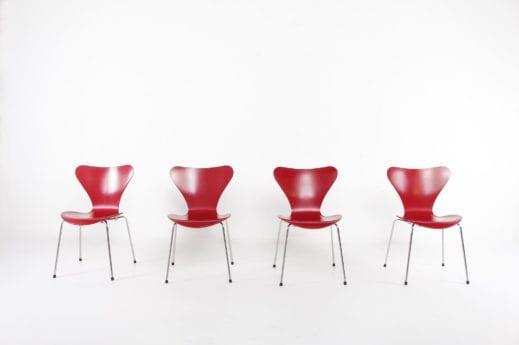 quatre chaises fourmis laquée rouge édition fritz hansen vintage liège
