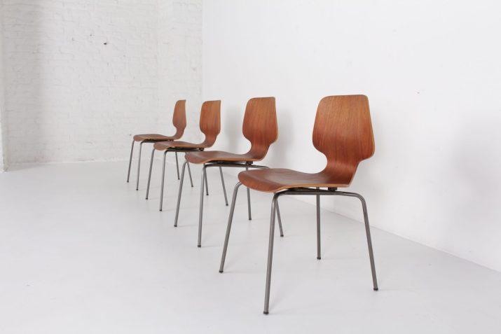 quatre chaises vintage en bois cintré plywood teck pieds métal à liège belgique