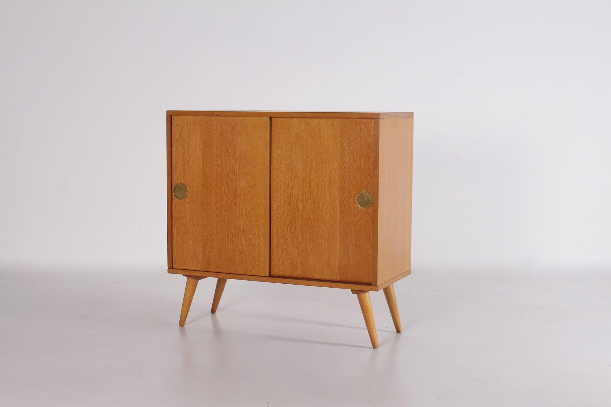 petit buffet 2 portes coulissantes 1950 meubles vintage. Black Bedroom Furniture Sets. Home Design Ideas