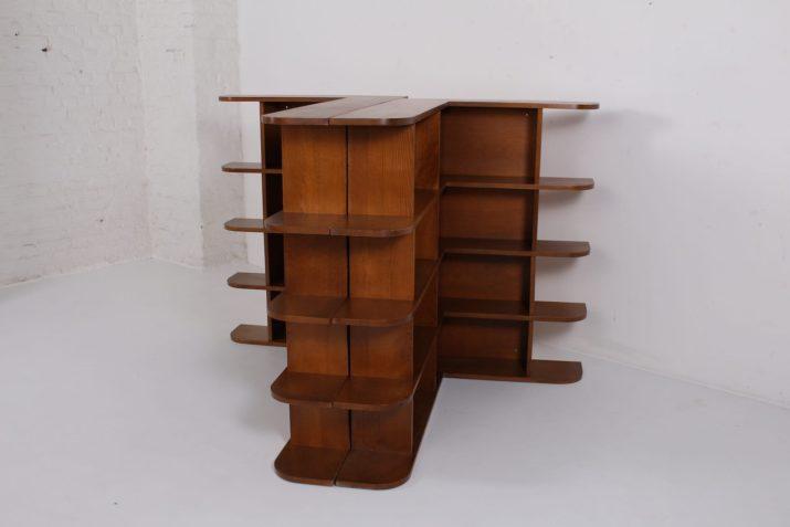 Bibliothèques étagères de coin modernistes