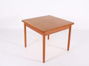 Table carrée d'appoint scandinave