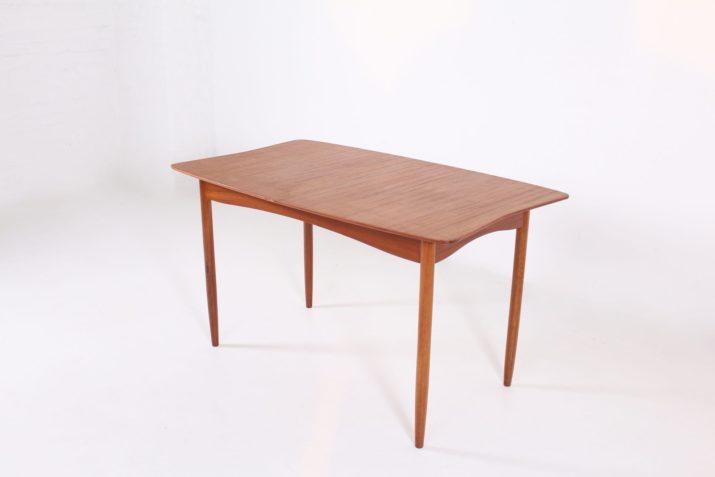 Table lobée à allonge centrale