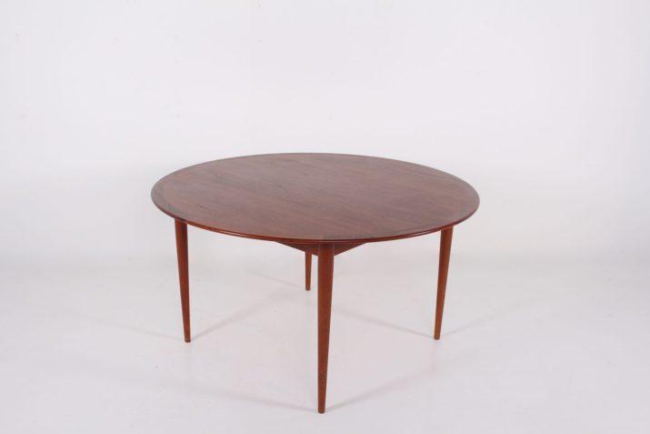Arne Vodder, grande table ronde