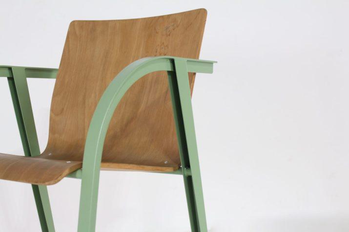 6 chaises postmodernistes compas