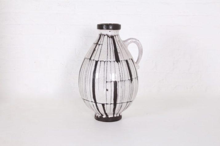 Important vase pichet en céramique vernissée.