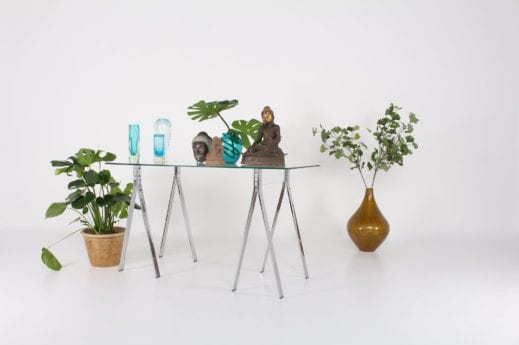 Bureau console minimaliste sur tréteaux