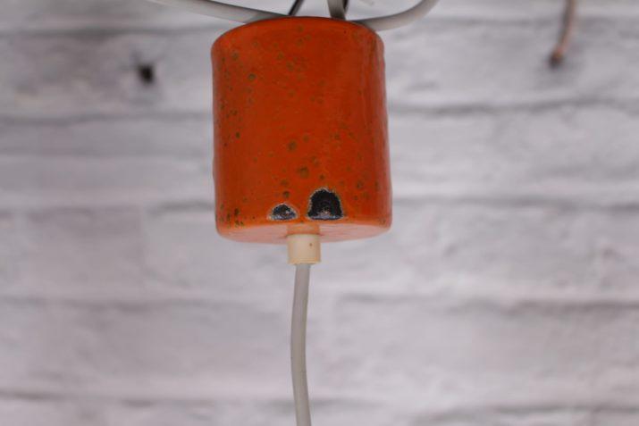 Suspensions orange en métal émaillé