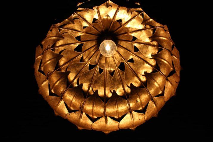 Lustre suspension feuilles dorées Hans Kögl