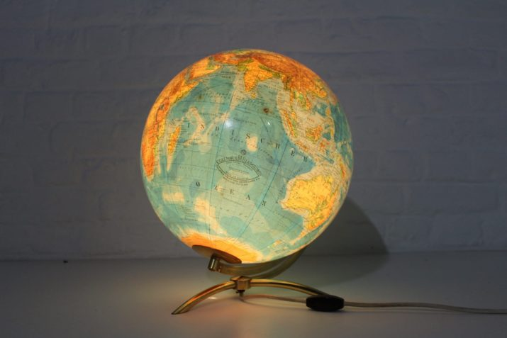 Globe terrestre lumineux orientable en verre Oestergaard