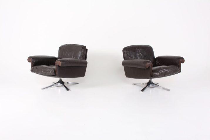"""Paire de fauteuils pivotants en cuir de Sede """"DS-31"""""""