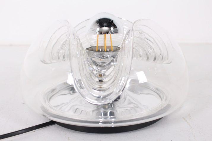 Lampes dôme en verre pressé.