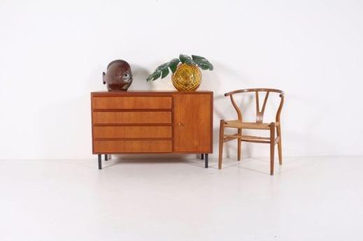 Buffet moderniste à tiroirs