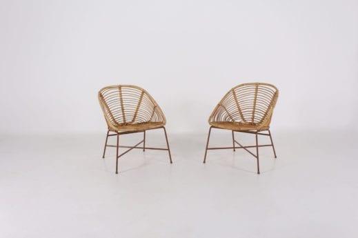 Deux fauteuils en rotin et bambou.