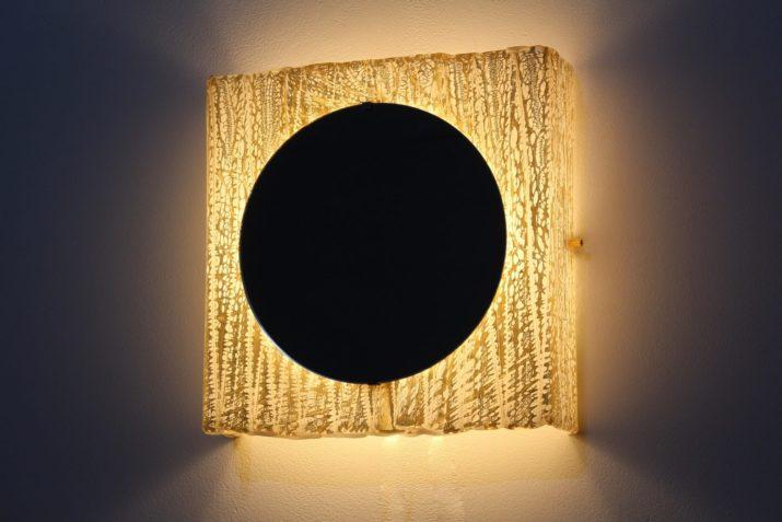 Miroir lumineux translucide doré