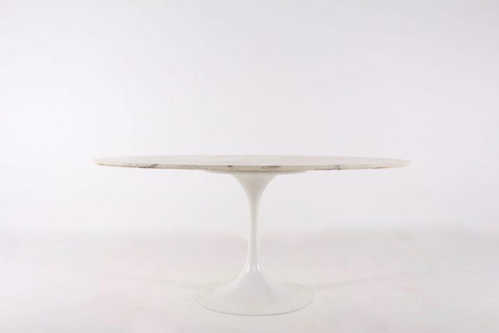 Table tulipe ovale en marbre