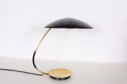 Lampe de bureau orientable.