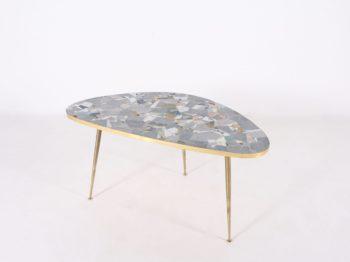 Table basse tripode en mosaïque forme libre