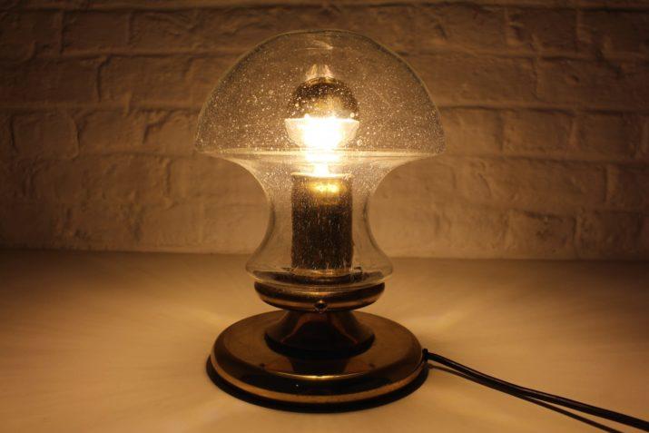 Lampe champignon en verre soufflé.