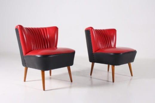 Paire de fauteuils cocktail en faux cuir rouge