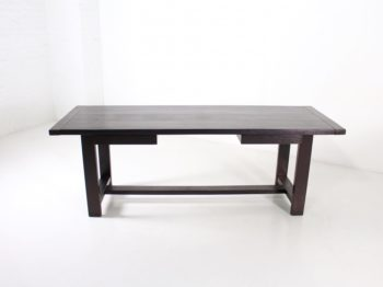 Table brutaliste De Coene en chêne noirci