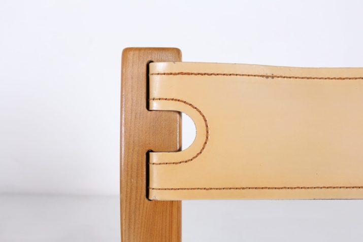 4 chaises en orme et cuir, Maison Regain.