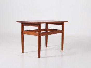 Petite table basse danoise en teck.