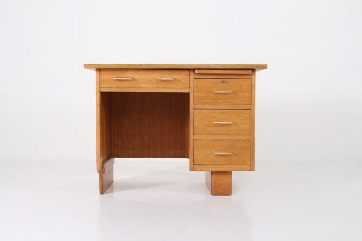 Bureau de milieu moderniste