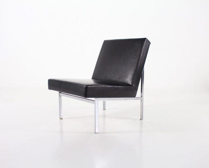 Paire de fauteuils en cuir noir style international