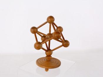 Atomium en bois.