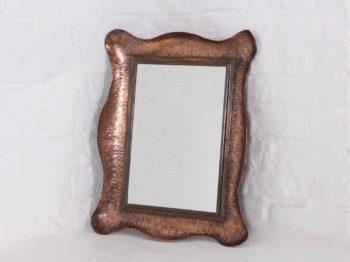 Miroir en cuivre martelé.