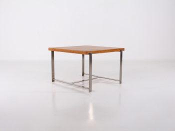 Table basse / bout de canapé moderniste.