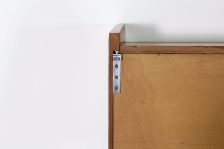 Armoire suspendue à portes coulissantes