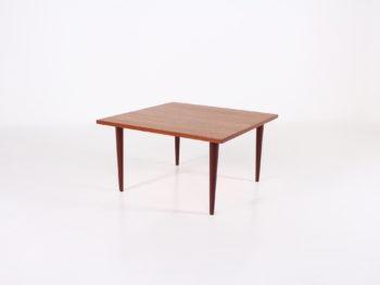 Table basse scandinave carrée
