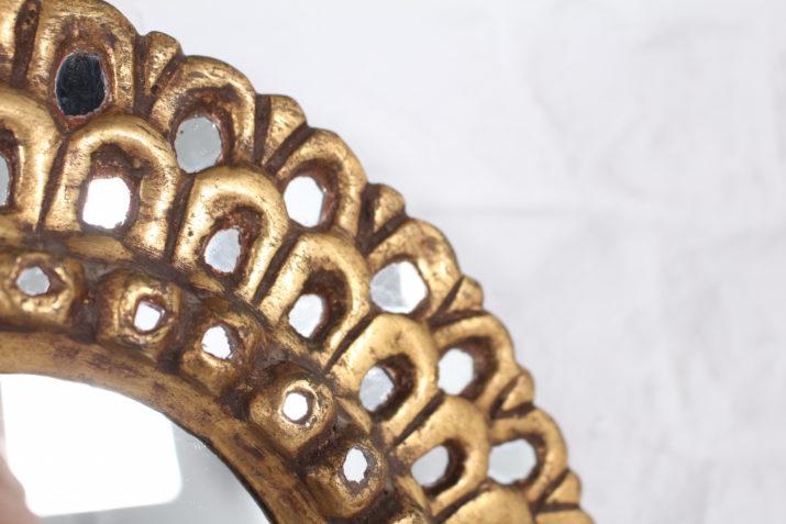 Miroir doré style Line Vautrin.
