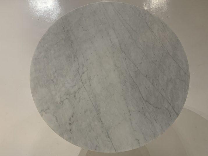 Table tulipe ronde Knoll en marbre 137 cm