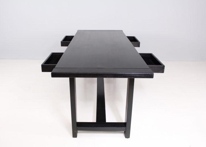 De Coene: Console table brutaliste