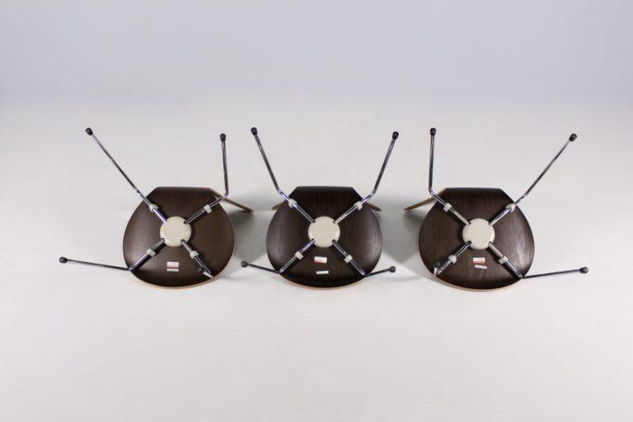 """3 chaises """"Série 7"""" Arne Jacobsen."""