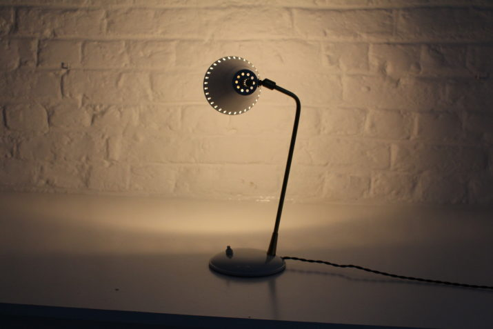 Lampe à poser moderniste en laiton